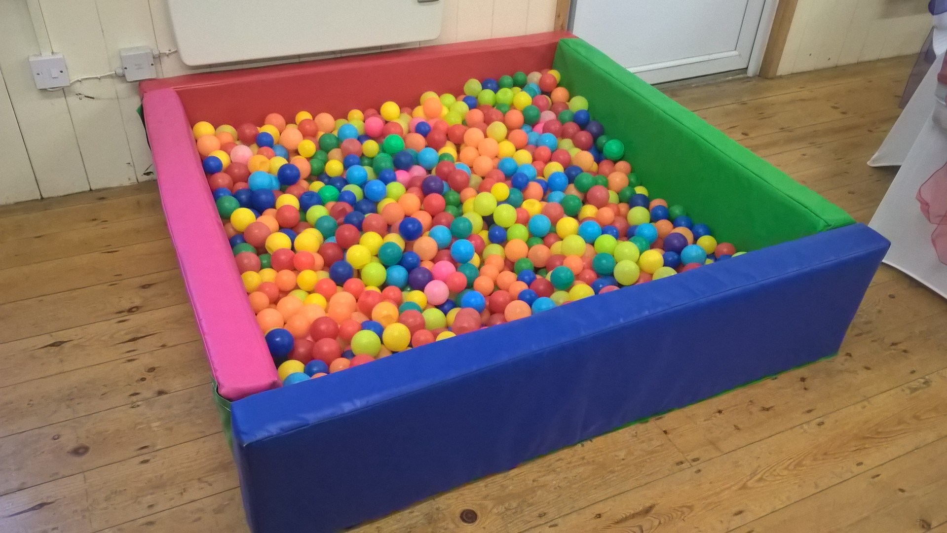 Foam soft play ball pool